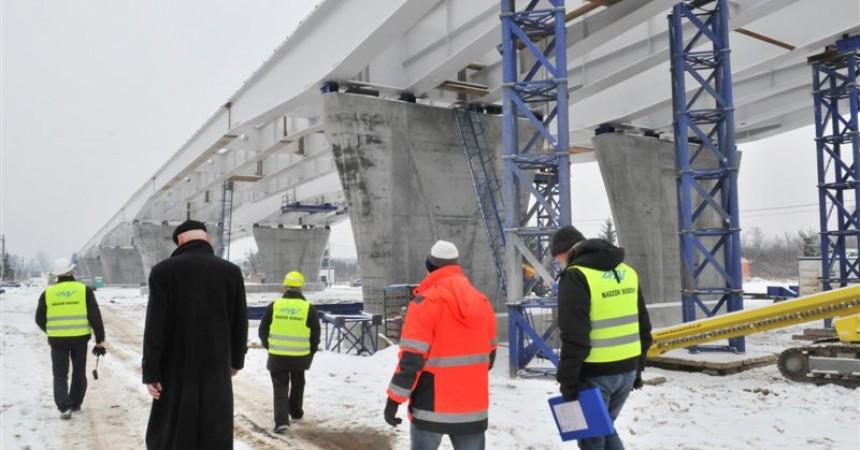 Mostowe prace na lewym brzegu