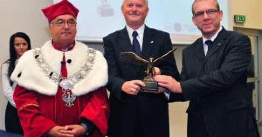 Nagrody dla menadżerów spółki POLWAX
