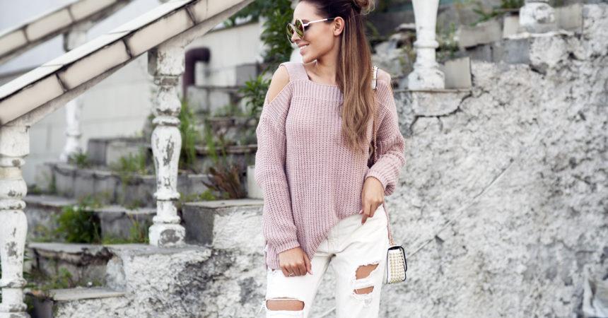 Przegląd swetrów i bluz oraz bezrękawników na chłodne dni.