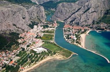 Omis, wakacyjny kurort Chorwacji