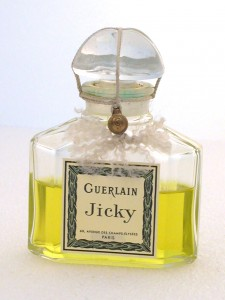 Flakon_Jicky_Guerlain_1889_Musee_International_de_la_Par