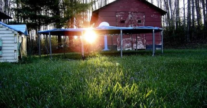 Jak wybrać odpowiednią trampolinę?