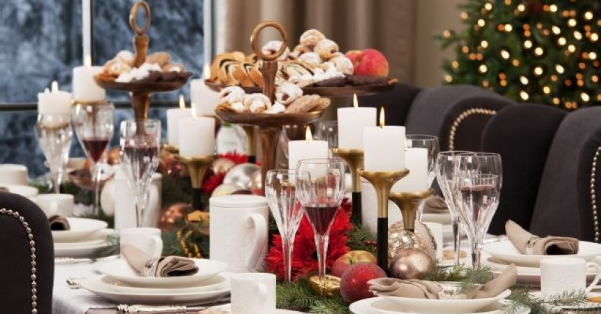 Wyjątkowe chwile wśród wyjątkowych aranżacji.  Jak udekorować świąteczny stół?