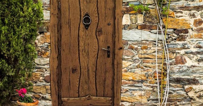 Dębowe drzwi zewnętrzne w stylu country