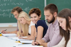 glückliche studentin im unterricht