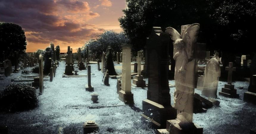 O zabytkowe cmentarze trzeba dbać