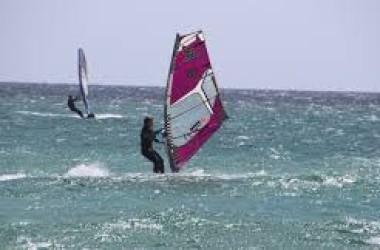Bazy windsurfingowe w Polsce – sprawdź najlepsze miejsca do pływania na desce