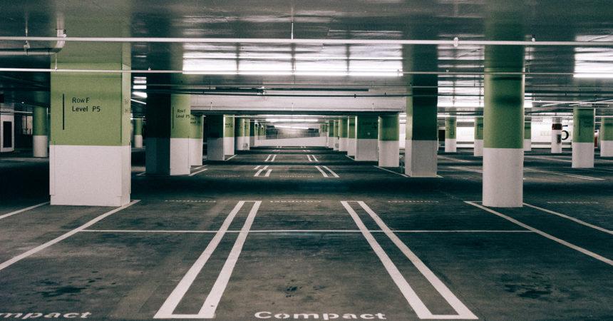 Samochodem na lotnisko. Gdzie zaparkować?