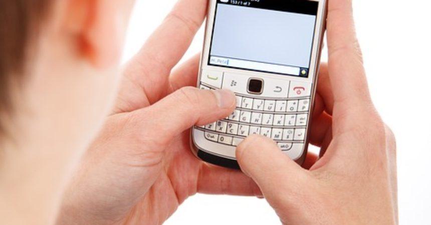 Lepszy telefon na kartę czy w abonamencie?