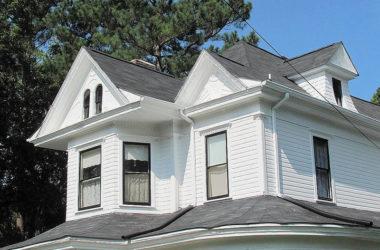 Wybór i pielęgnacja podbitki dachowej