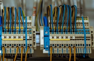 Instalacja elektryczna bezpuszkowa – postaw na bezpieczeństwo!