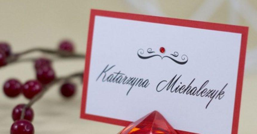 Jak dobrze usadzić gości na weselu