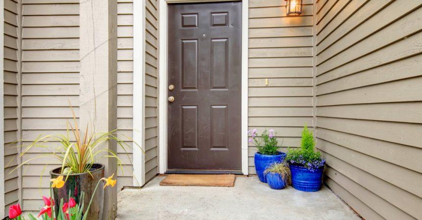 Drzwi zewnętrzne do mieszkania – na jakie cechy zwrócić uwagę podczas zakupu?