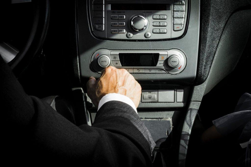 kierowca, zadba o bezpieczną i wygodną podróż pasażerów