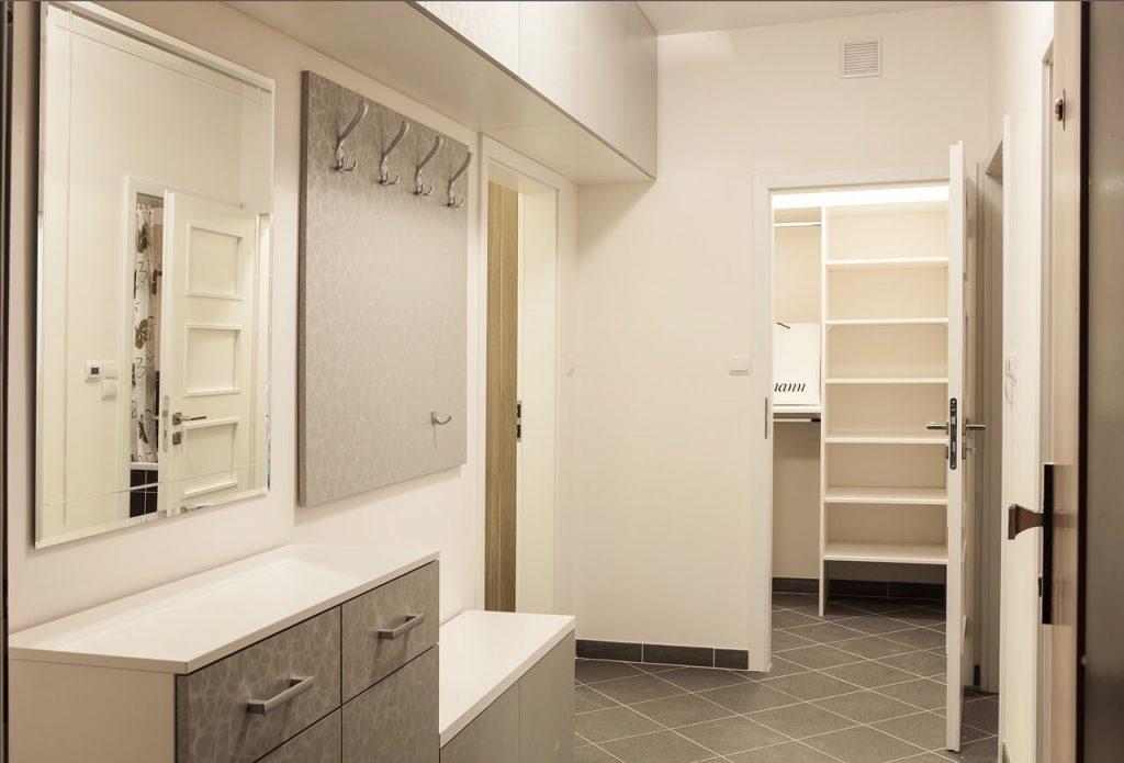odpowiednio garderoba w korytarzu to ergonomiczne rozwiązanie