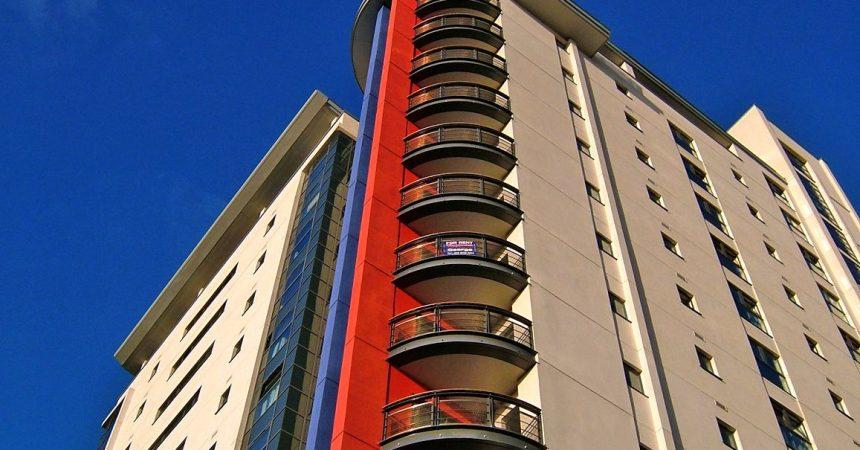 Mieszkanie w bloku czy dom jednorodzinny – co wybrać?