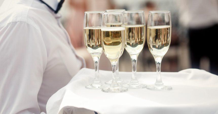 Jak wybrać odpowiedni catering aby impreza zapadła na długo w pamięci gości?