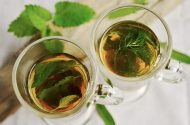 Herbaty ziołowe – czy warto pić, a jeśli tak, to które?