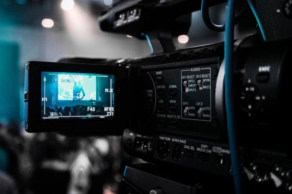 doskonały obraz i dźwięk to zasługa nowoczesnych kamer