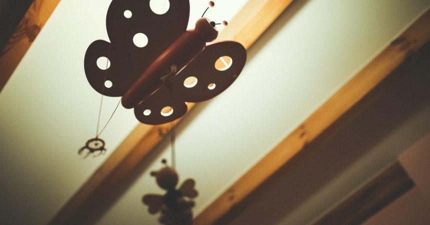 Żyrandol dla dziecka – jak połączyć estetykę, zabawę i funkcjonalność?