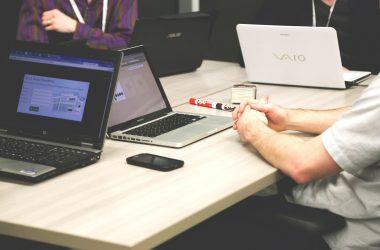 Urządzenie stanowiska pracy biurowej według zasad BHP