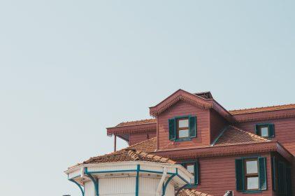 Dlaczego warto stosować nowoczesne izolacje budynków? Zalety pianki PUR