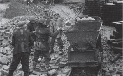 Polacy na robotach przymusowych w latach 1939-1945