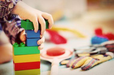 Interaktywne zabawki – jakie miejsce zajmuje nocnik fisher price?