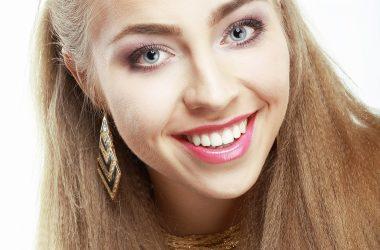 Białe zęby to wizytówka zadbanej osoby