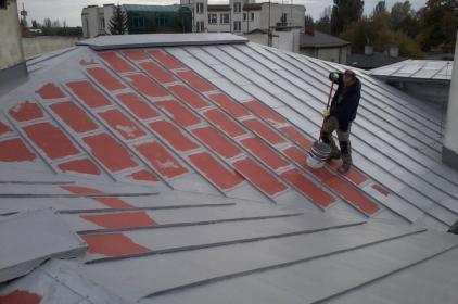 Jakie materiały stosuje się do zabezpieczenia dachu?