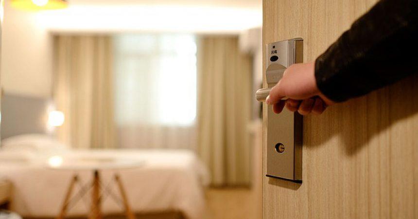 Sprawdzone sposoby na wyciszenie mieszkania