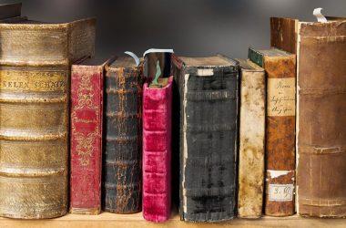 Wycena starych książek – co wpływa na ich wartość?