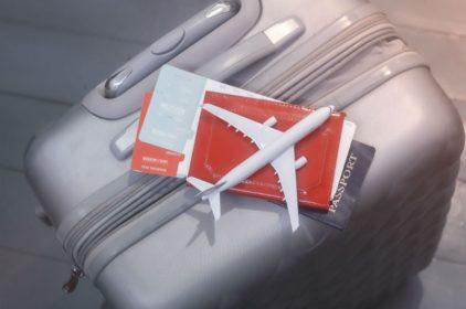 Wyjazd do pracy za granicę. Jak znaleźć tanie bilety autokarowe i lotnicze?