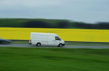 Wyposażenie dodatkowe w samochodach dostawczych – na co warto się zdecydować?