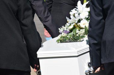 Jak się zachować na pogrzebie?
