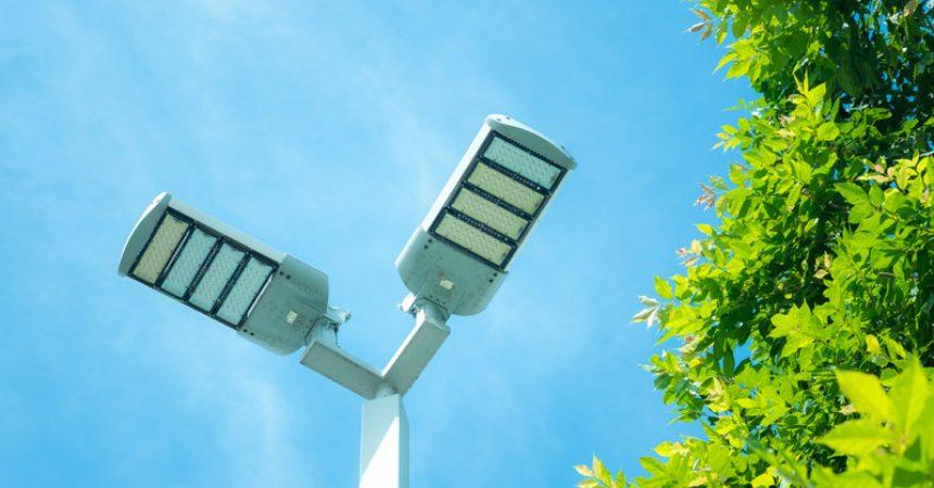 Słupy oświetleniowe kompozytowe – trwałe i bezpieczne rozwiązanie
