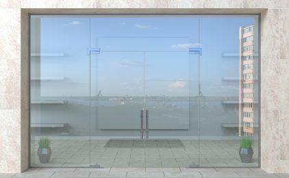 Jak zaplanować i wykonać atrakcyjną szklaną witrynę sklepową? Wykorzystaj mini żurawia